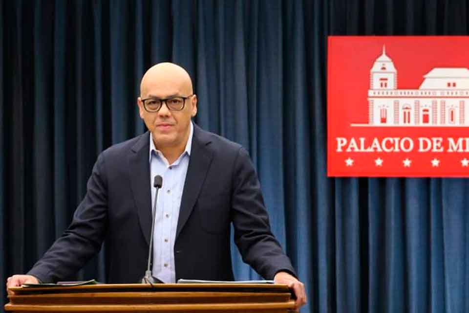 Autoridades venezolanas manifiestan respaldo al Presidente Maduro tras atentado fallido