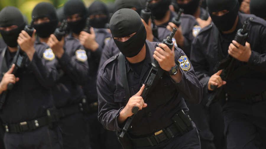 Escándalos de corrupción ensombrece a policías salvadoreños