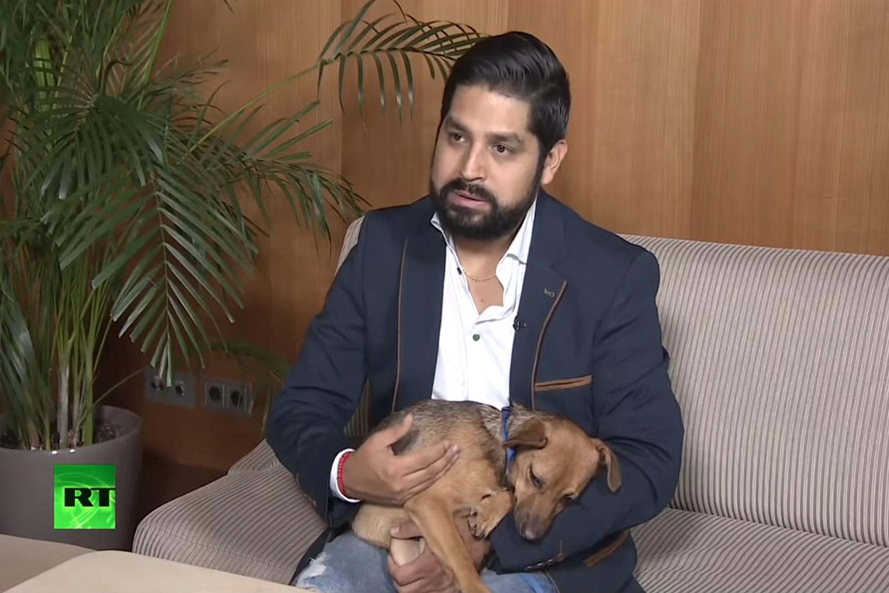 (Video) Viajó desde Perú hasta Rusia solo para buscar a Búsinka, su nueva mascota