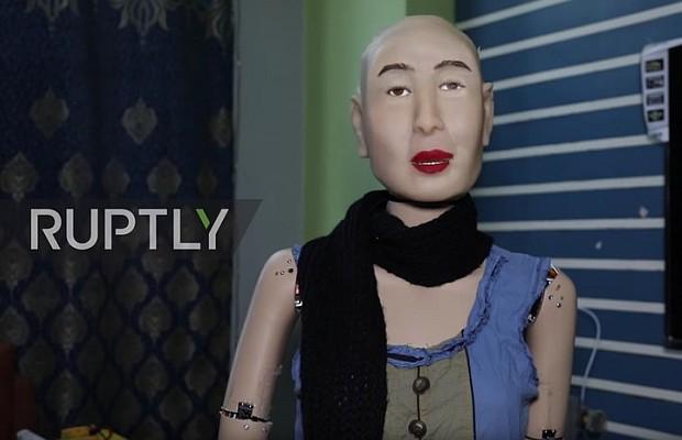 (Video+Foto) La primera robot capaz de razonar y tener emociones