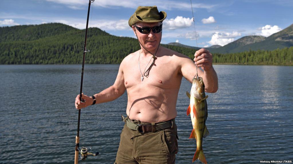 (Fotos+Videos) Putin le dice adiós al estrés en las montañas de Siberia