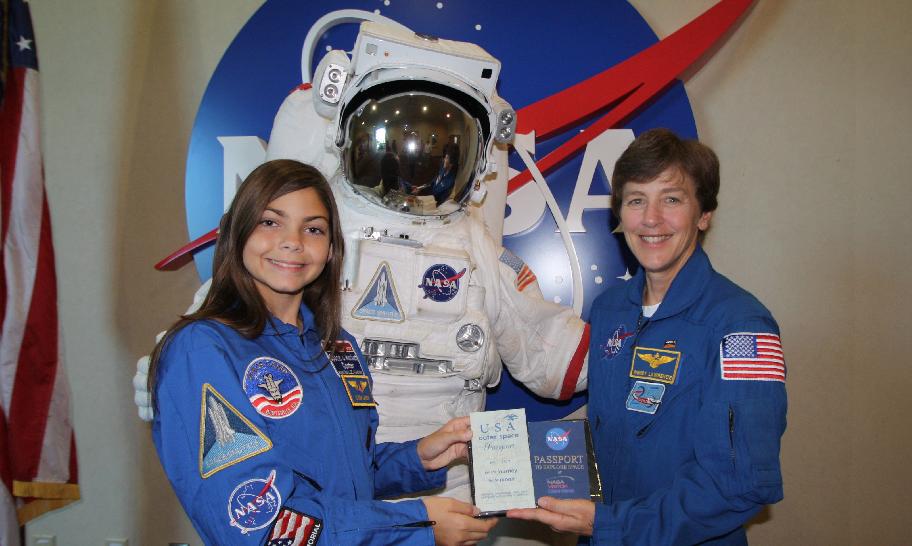 (Fotos) Una adolescente se entrena para ser la primera astronauta en viajar a Marte
