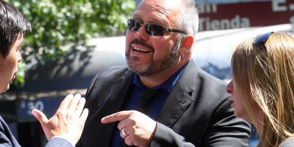 Director ejecutivo de Canal 13 se refiere a Sebastián Dávalos como «primera dama» y lo acusa de querer enriquecerse «a costa del medio»