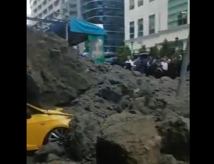(video) Autos sepultados: derrumbe en localidad mexicana causa conmoción en los habitantes
