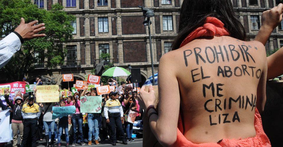 (Video) En México denuncian cada día a una mujer por abortar
