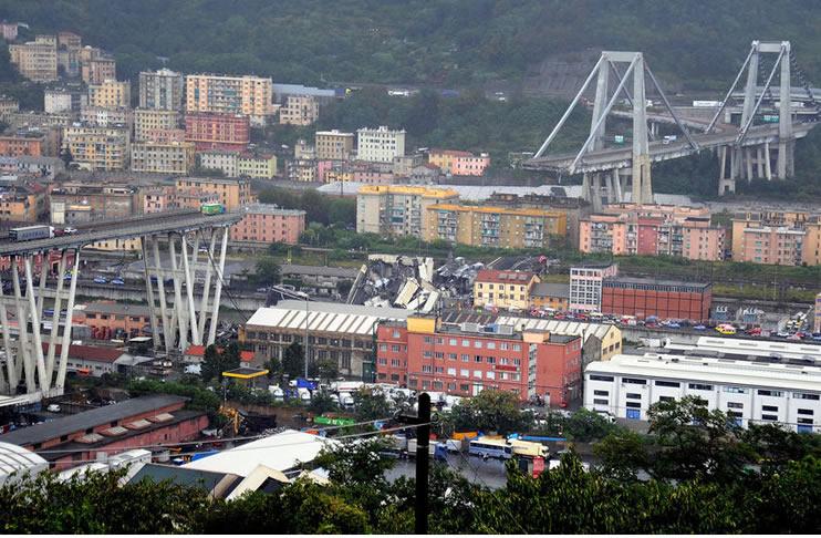 (Video) Se salva de ¿suerte? Queda a pocos metros del desplome del viaducto en Italia