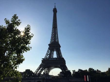 Empleados de torre Eiffel protestan contra medidas de ingreso al monumento