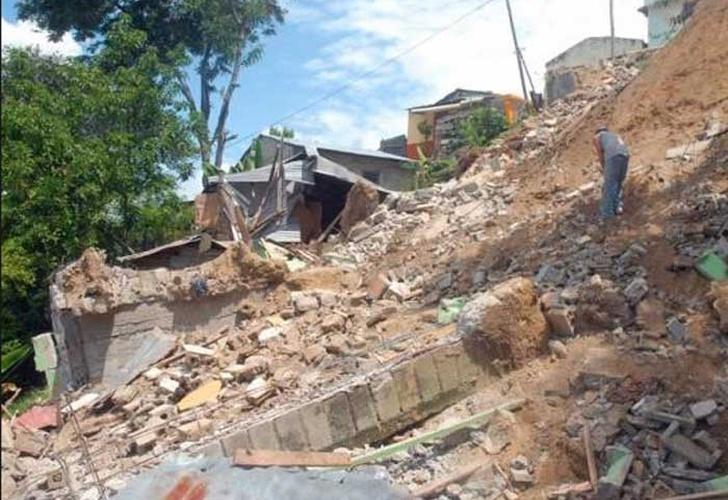 Familia queda tapiada en deslizamiento de tierra en Etiopía