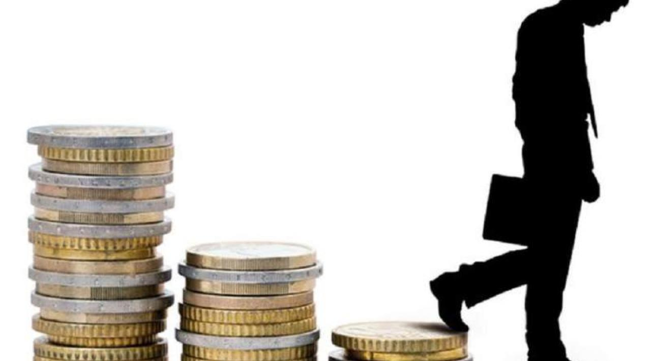 ¡Caída del poder adquisitivo! Españoles tienen casi 500 euros menos para gastar