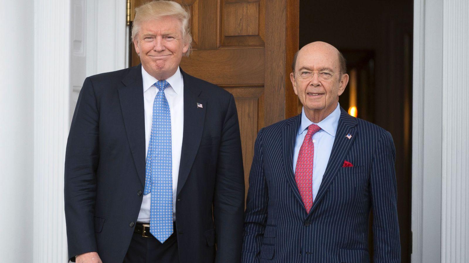Acusan a funcionario de Trump de robar 120 millones de dólares
