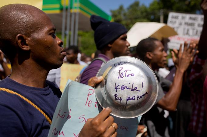 Haitianos protestan contra la corrupción en Puerto Príncipe