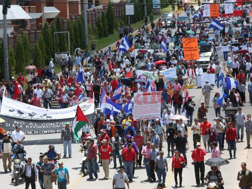 Hondureños marcharon contra la corrupción y el continuismo político
