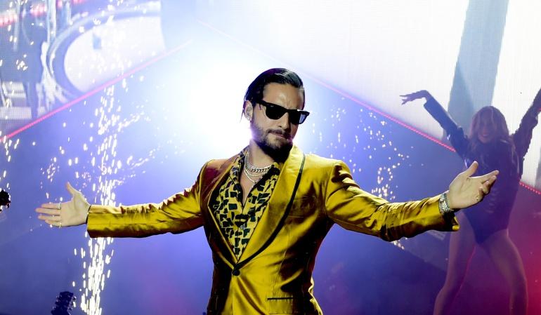 (Fotos) Maluma y los errores de Photoshop en la imagen promocional de su nuevo videoclip