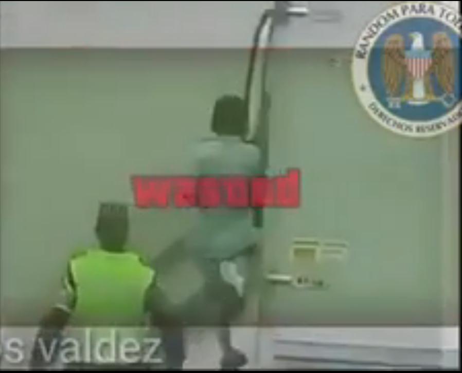 (Video) Ladrón veía el escape fácil y un portazo acaba con su esperanza