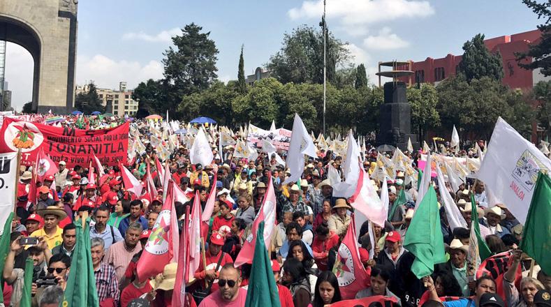 Gobierno de México niega recursos a 120 mil campesinos como venganza política