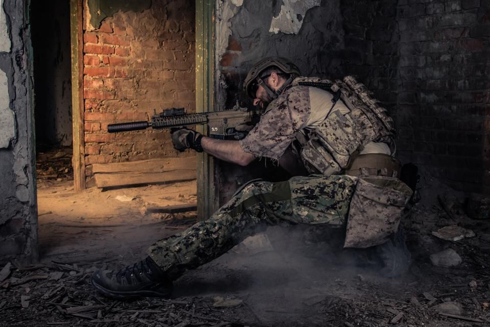 Bombas gay y de halitosis: esta es la nueva generación de armas para uso contra cuarteles militares enemigos