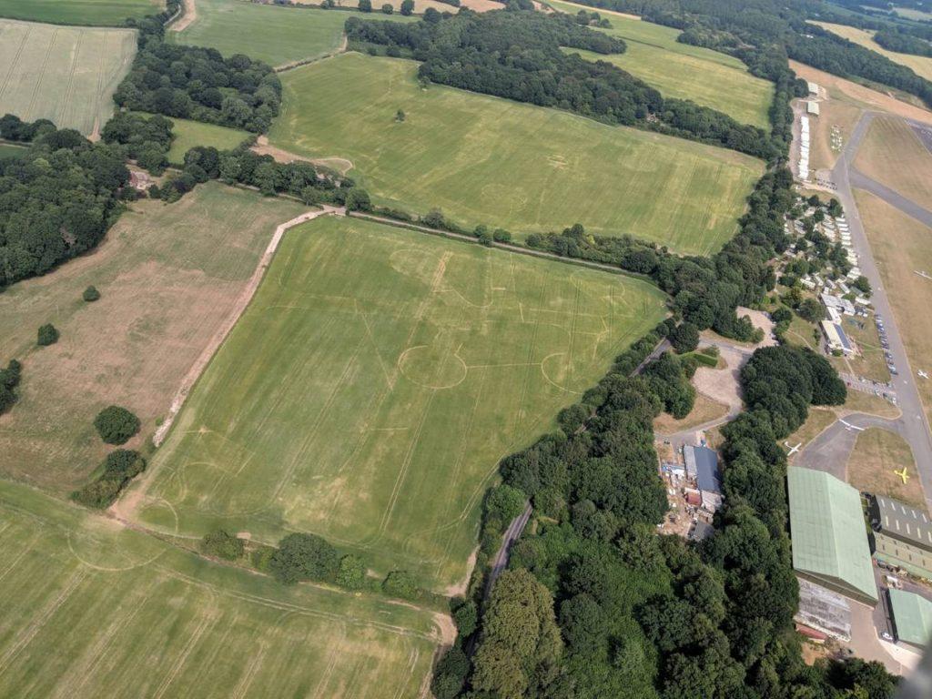 Una ola de calor desveló varios monumentos enterrados en Inglaterra