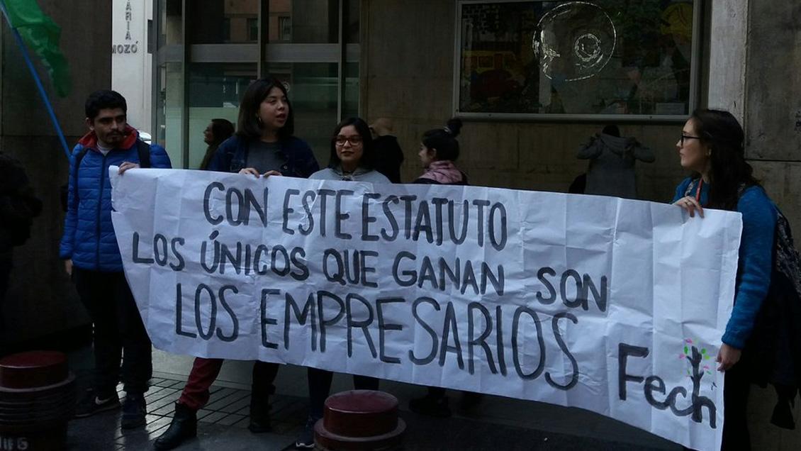 Estudiantes agrupados en la Confech convocan a una marcha contra el Estatuto Laboral Juvenil de Piñera