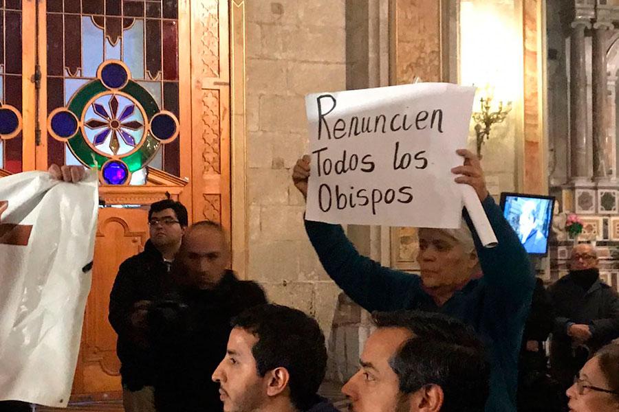 Laicos de Santiago envían mensaje a la Conferencia Episcopal: «Más que perdón, necesitamos actos concretos»