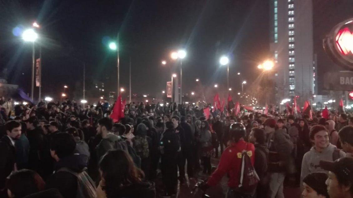 Santiago: Masiva protesta en contra del Estatuto Laboral Juvenil se tomó la Plaza Italia