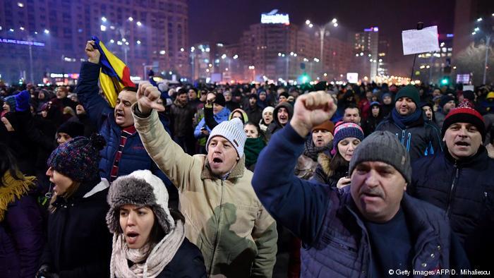 (Video) Protestas en Rumania dejan al menos 247 personas heridas