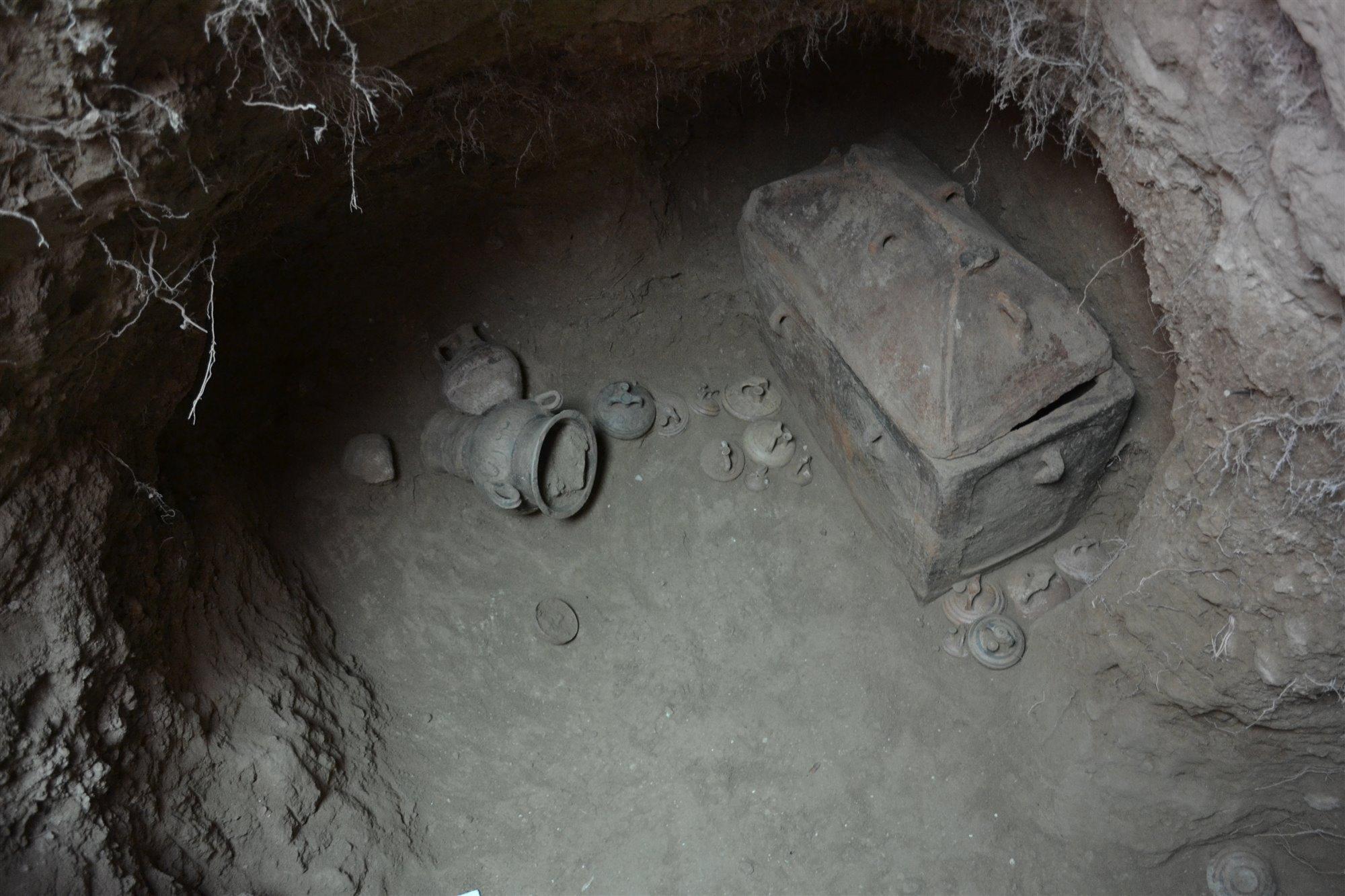 (Fotos) Arqueólogos descubrieron una tumba milenaria con dos esqueletos bien conservados
