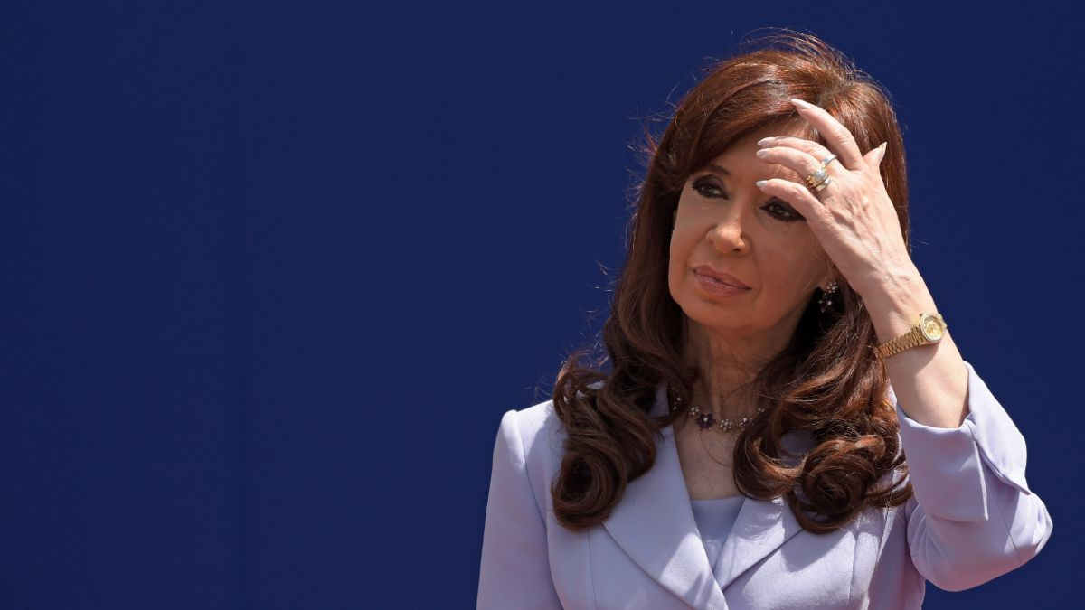 Juez procesa con prisión preventiva a Cristina Fernández por el caso de los supuestos sobornos
