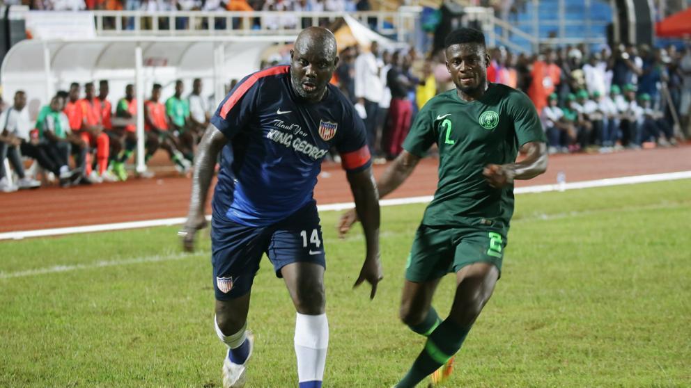 El presidente de Liberia y único Balón de Oro africano protagoniza partido de fútbol