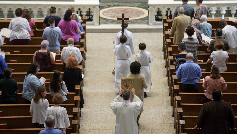 Fiscalía de Nueva York cita a diócesis católicas por pesquisas de abusos a menores
