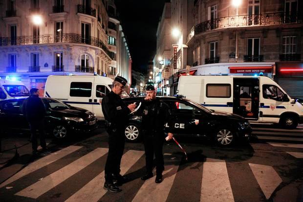 Siete heridos tras un ataque con cuchillo en París, reportan medios