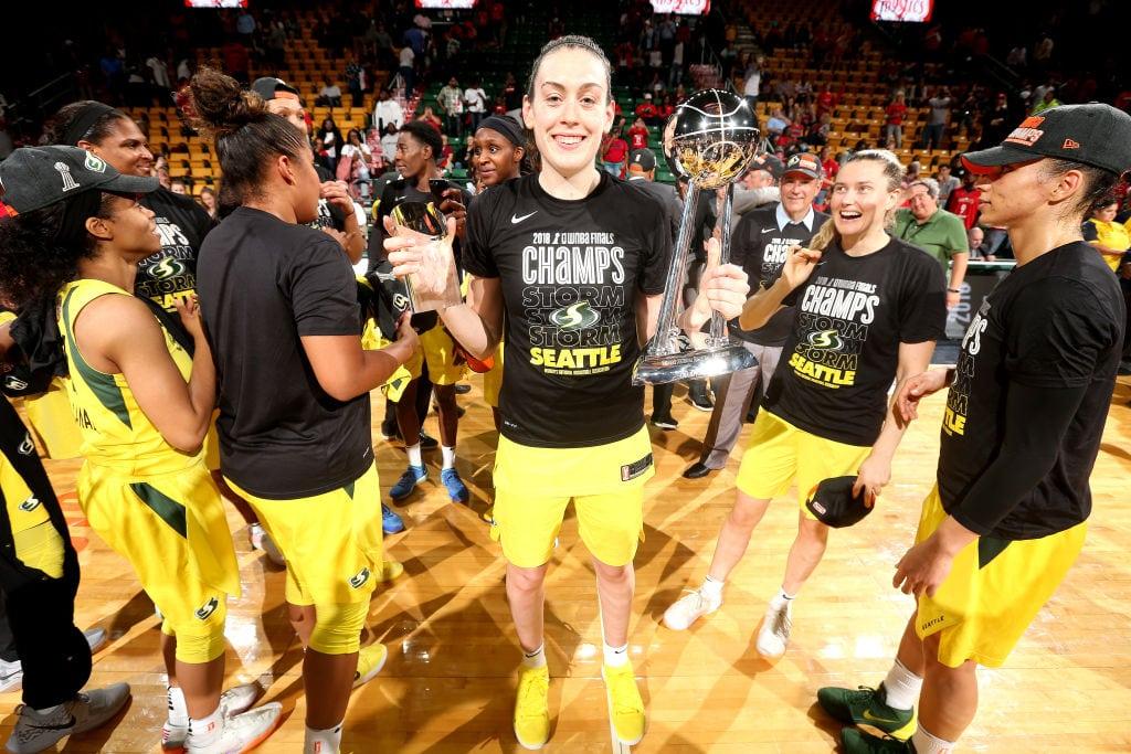 La mejor jugadora de baloncesto cobra 10 veces menos que el mínimo en la NBA
