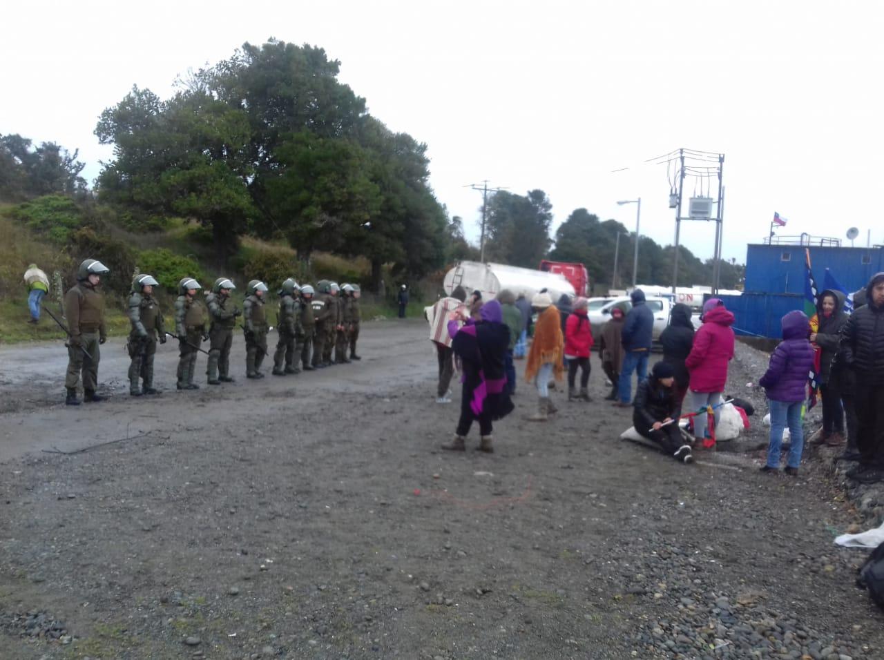 Calbuco: Denuncian operación encubierta de descarga de desechos de barco salmonero Seinkogen