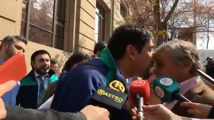 (Video) Luis Plaza intenta funar presentación en Contraloría y agrede a alcalde de Cerro Navia