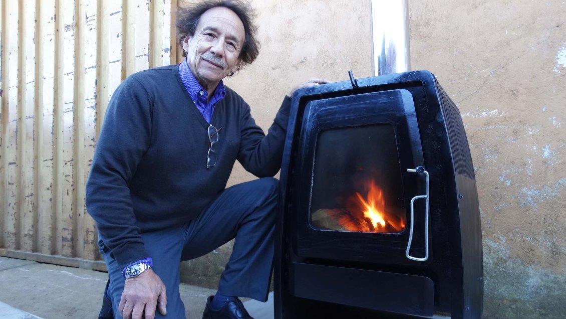 Investigador del Bío Bío inventa una estufa que ahorra hasta un 75 por ciento de leña