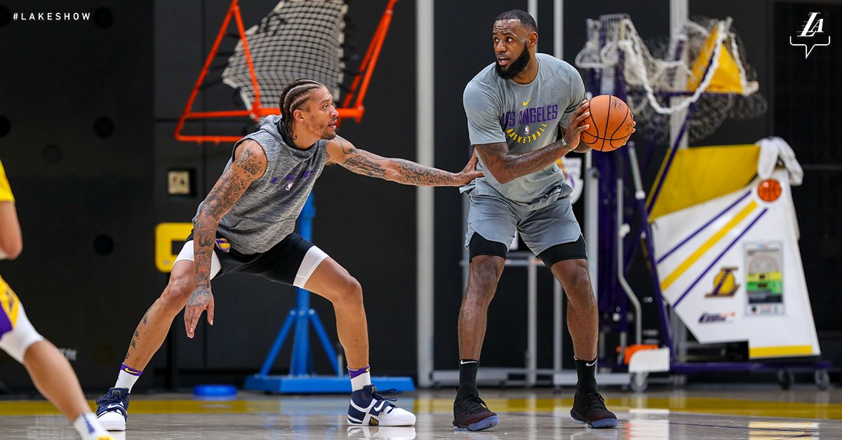 LeBron James entrena con los Lakers