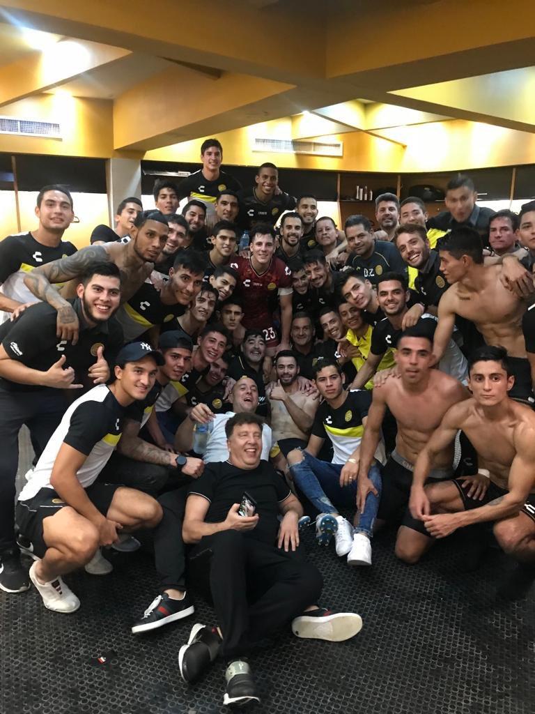 Maradona debuta ganando