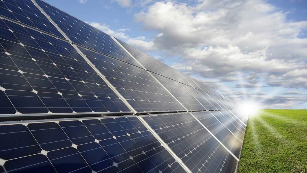 Investigador Usach apuesta por disminuir en al menos 10 veces costo de paneles solares
