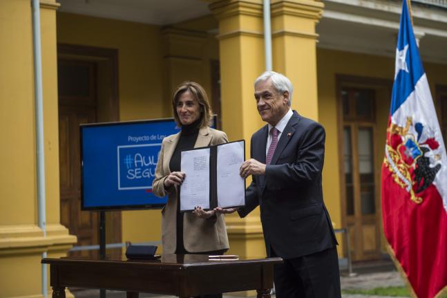 Santiago: Comunidades educativas presentaron iniciativa popular de ley para derogar «Aula Segura»