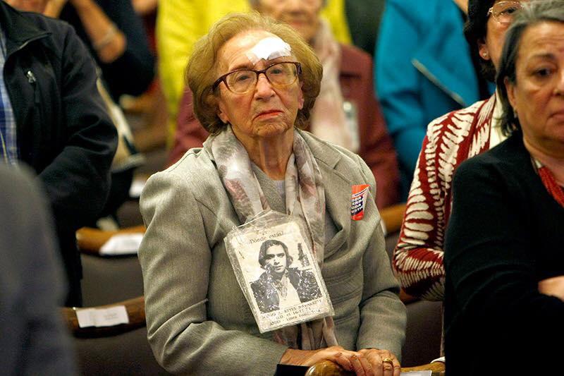 11 de septiembre: U. de Chile realiza segunda entrega de títulos póstumos a víctimas de la dictadura
