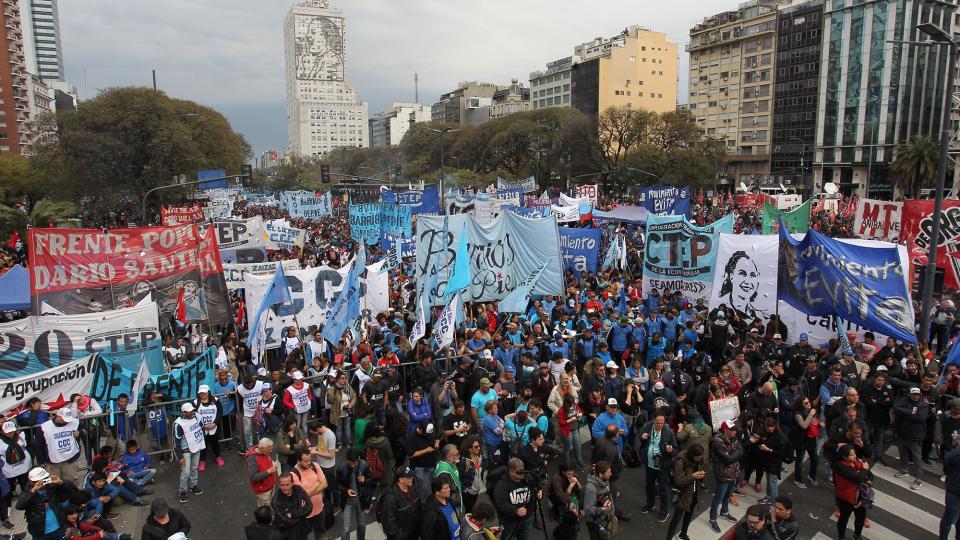 Argentinos se movilizaron contra el paquetazo neoliberal de Macri