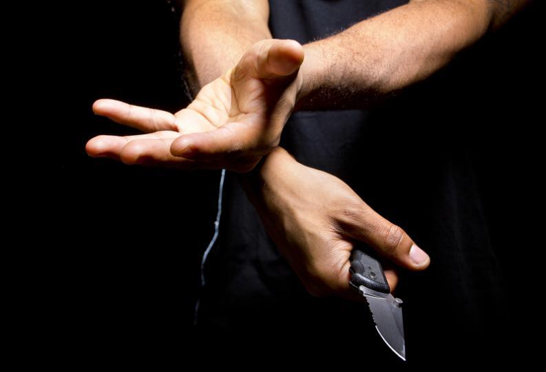 Padre mata a sus dos hijas con un arma blanca en España para vengarse de su exmujer