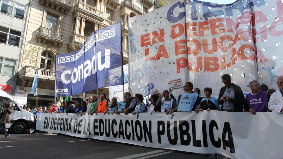 Se registran en Buenos Aires manifestaciones por la docente secuestrada y torturada