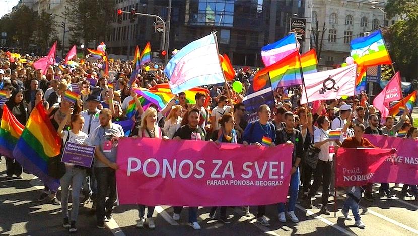 Es primera ministra, lesbiana y no fue invitada al desfile LGBTde su país