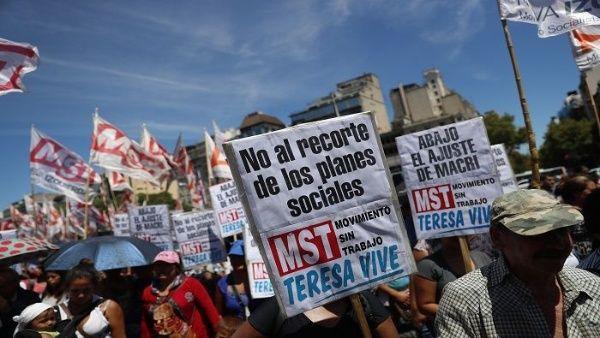 Reportan más de 10 mil despidos en sector público de Argentina entre mayo y junio