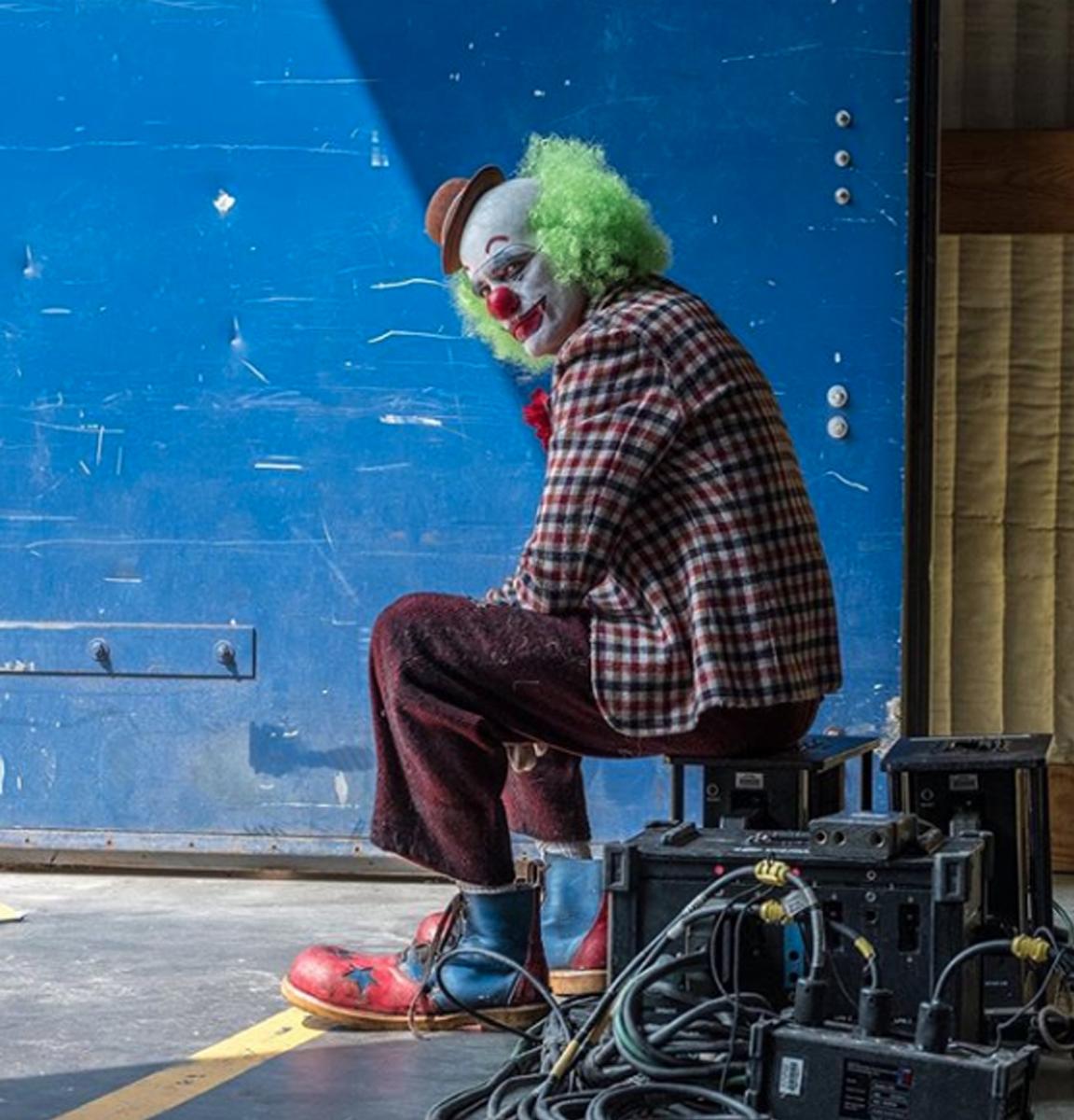 (Fotos) El Joker de Joaquin Phoenix será una mezcla de Pennywise y Brozo