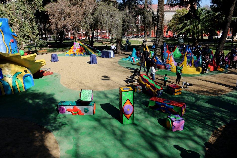 Santiago: Inauguran los restaurados juegos escultóricos de Federica Matta en Plaza Brasil