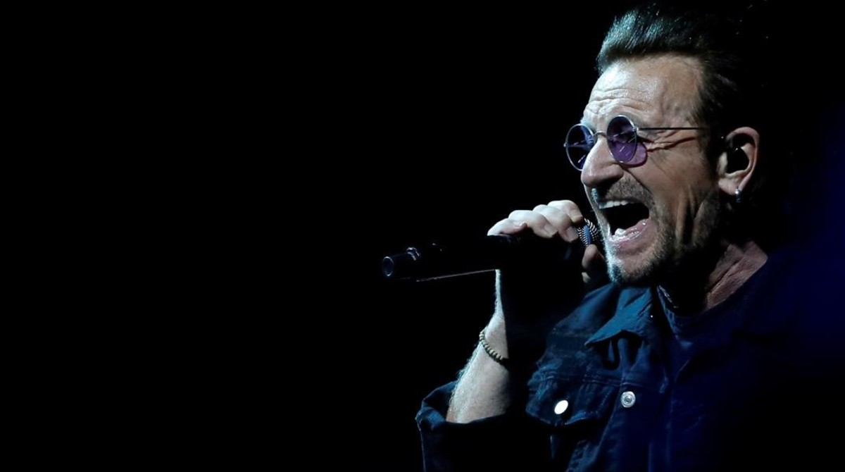 (Video) Bono recupera la voz y continúa gira de U2 después de incidente en Berlín