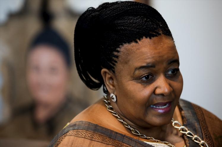 Las banderas en Sudáfrica están a media asta por muerte de ministra del ambiente Edna Molewa