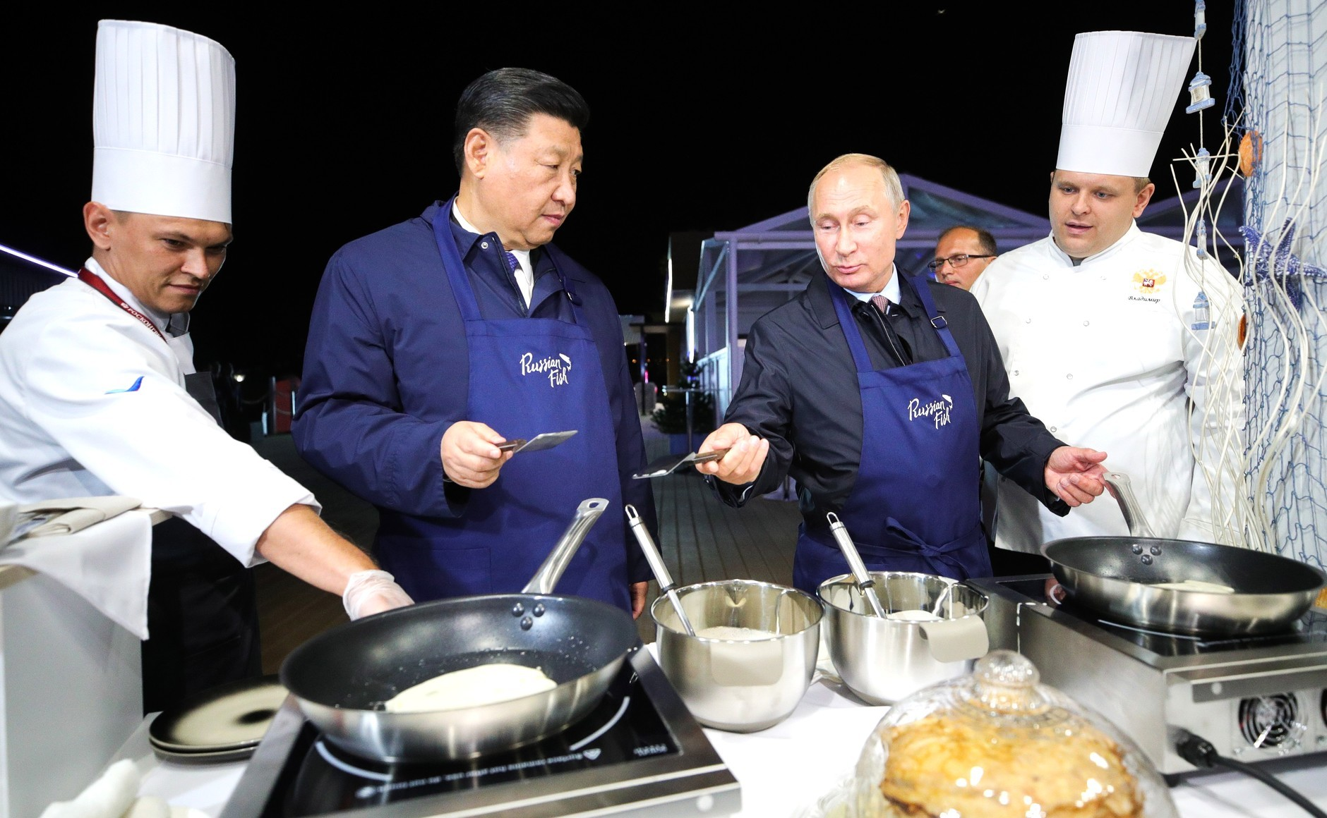(Video+Fotos) Putin y Xi Jinping cocinaron y degustaron unos panqueques rusos con caviar