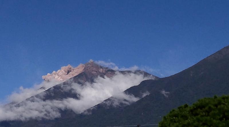(Video) Guatemala se mantiene en alerta ante avalancha del Volcán de Fuego